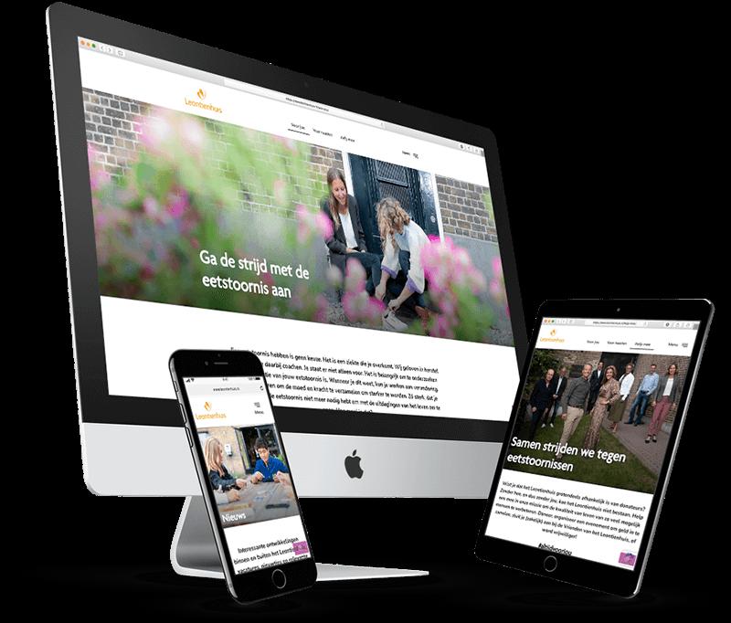 Imac, ipad en iphone met pagina's van het Leontienhuis